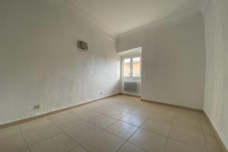 Appartement Eyguières Centre,  Location appartement  3 pièces   37m²