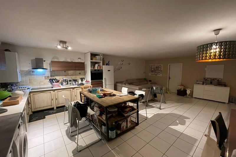 Photo Appartement Eyguières  Location appartement  4 pièces   96m²