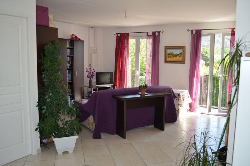 Photo Appartement Eyguières  Location appartement  3 pièces   63m²