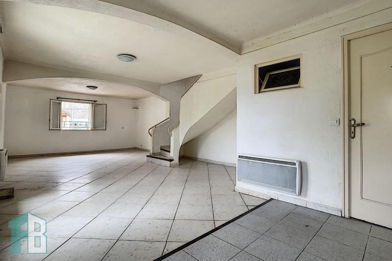 Appartement Eyguières  Location appartement  3 pièces   85m²