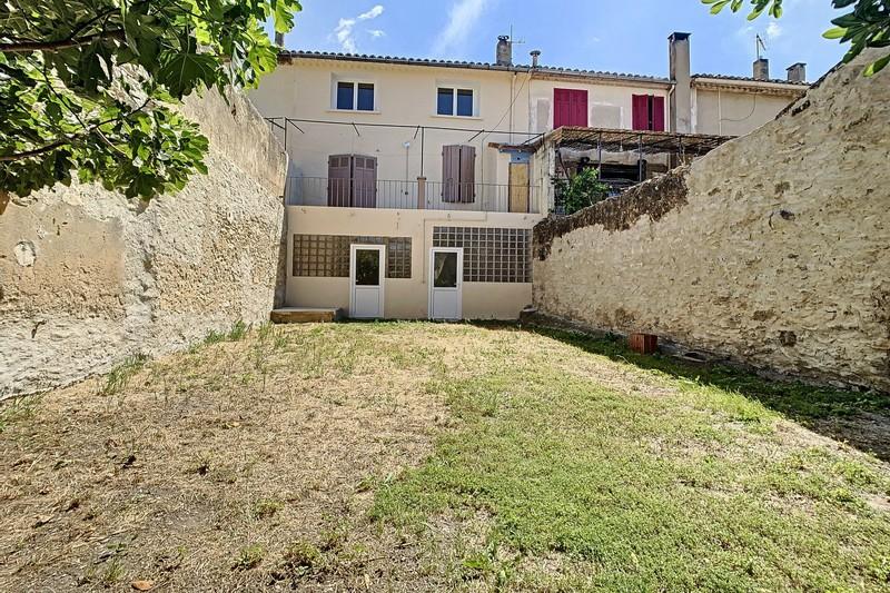 Maison de village Eyguières  Location maison de village  4 chambres   121m²