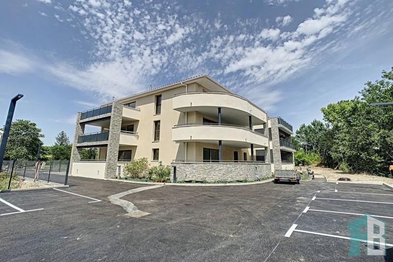 Appartement Eyguières Proche village,  Location appartement  3 pièces   62m²