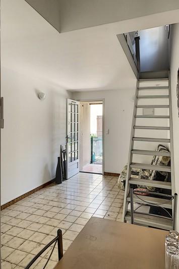 Appartement Eyguières Proche village,  Location appartement  1 pièce   22m²