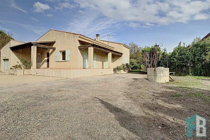 Villa Eyguières Proche village,  Location villa  5 chambres   134m²