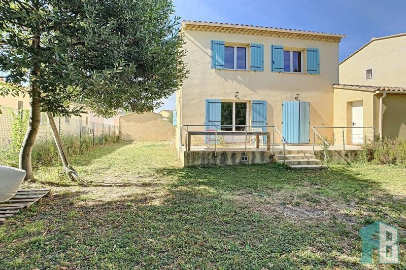 Villa Eyguières Proche village,  Location villa  3 chambres   105m²