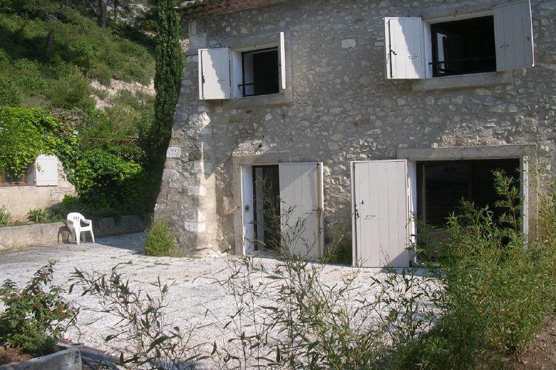 Maison Sénas Proche village,  Location maison  4 chambres   119m²