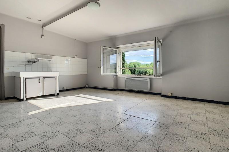 Appartement Eyguières  Location appartement  2 pièces   48m²