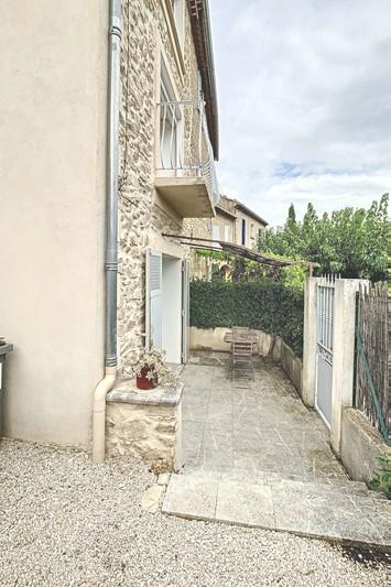 Maison Lançon-Provence Village,  Location maison  2 chambres   65m²