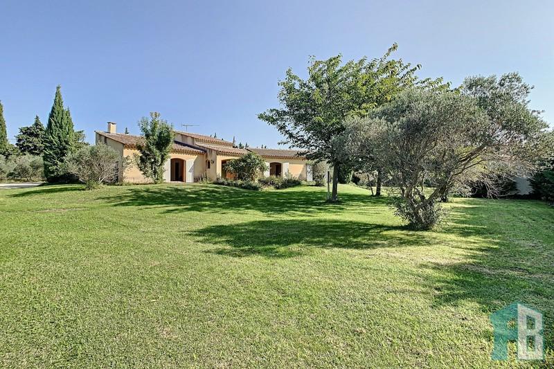 Villa Aureille Campagne,  Location villa  3 chambres   130m²