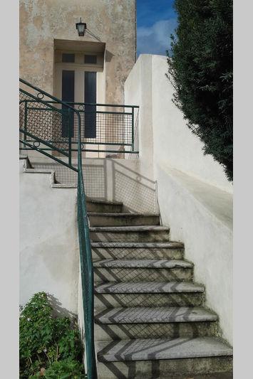 Appartement Pernes-les-Fontaines Village,  Location appartement  3 pièces   67m²