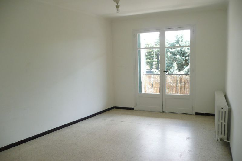 Photo Appartement Carpentras Proche lycee fabre,  Location appartement  4 pièces   84 m²