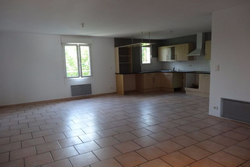 Photo Apartment Carpentras  Rentals apartment  4 rooms   90 m²