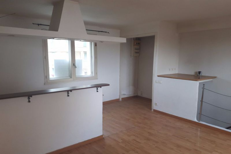 Photo Apartment Carpentras  Rentals apartment  2 rooms   46 m²