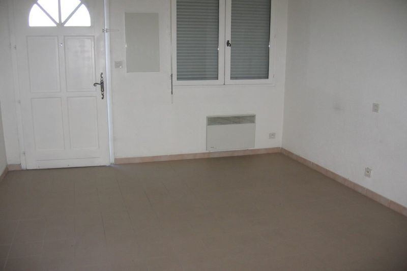 Appartement Carpentras  Location appartement  1 pièce   35 m²