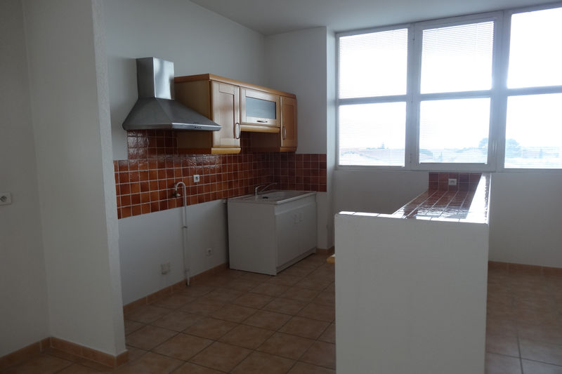Photo Appartement Carpentras Proche leclerc,  Location appartement  3 pièces   75 m²