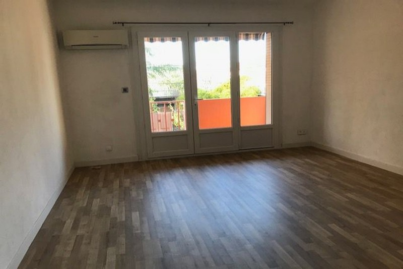 Apartment Carpentras Proche gare,  Rentals apartment  3 rooms   65 m²
