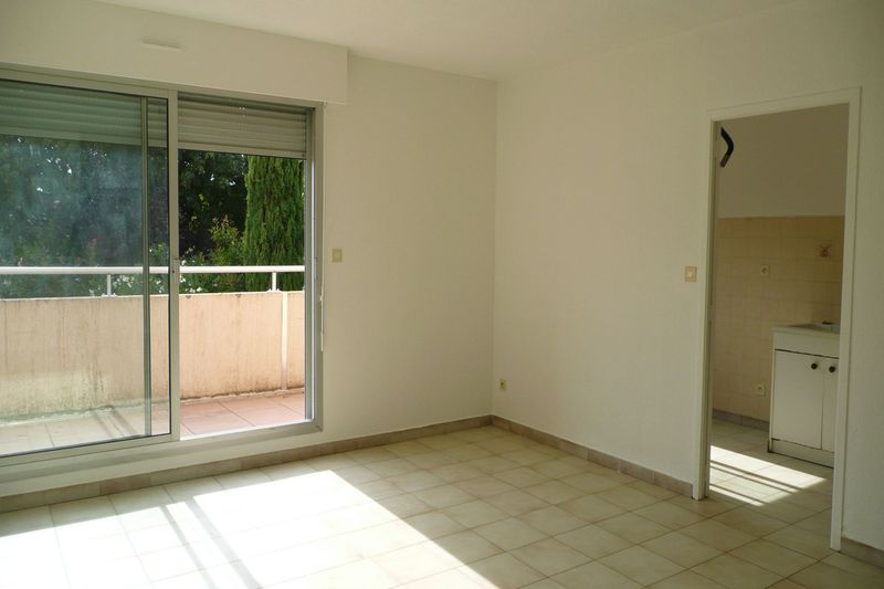 Photo Appartement Carpentras  Location appartement  4 pièces   78 m²