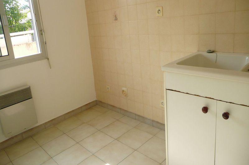 Appartement Carpentras  Location appartement  4 pièces   78m²