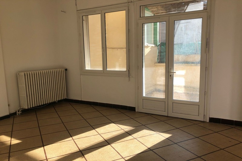 Appartement Carpentras Centre-ville,  Location appartement  2 pièces   63 m²