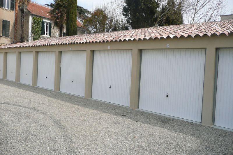 Garage Carpentras  Rentals garage