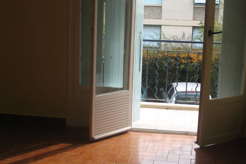 Appartement Carpentras  Location appartement  4 pièces   70 m²