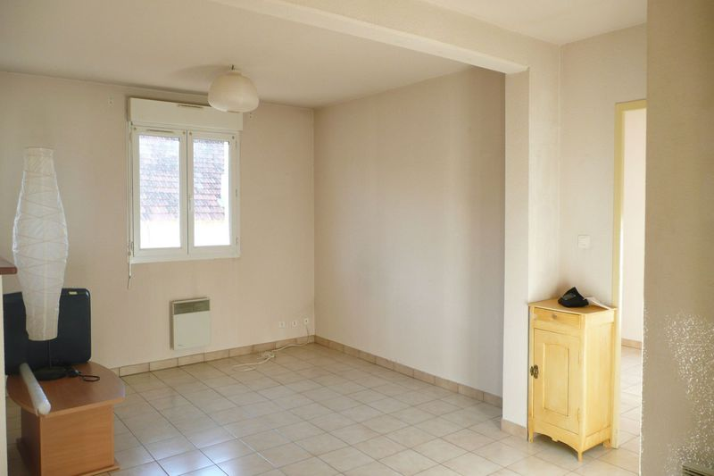 Photo Appartement Carpentras  Location appartement  2 pièces   45 m²