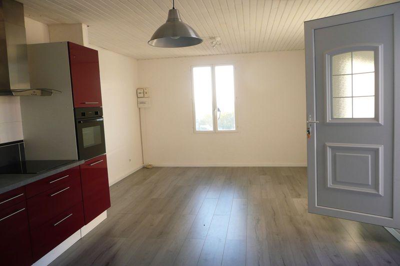 Photo Appartement Beaumes-de-Venise Village,  Location appartement  3 pièces   67m²