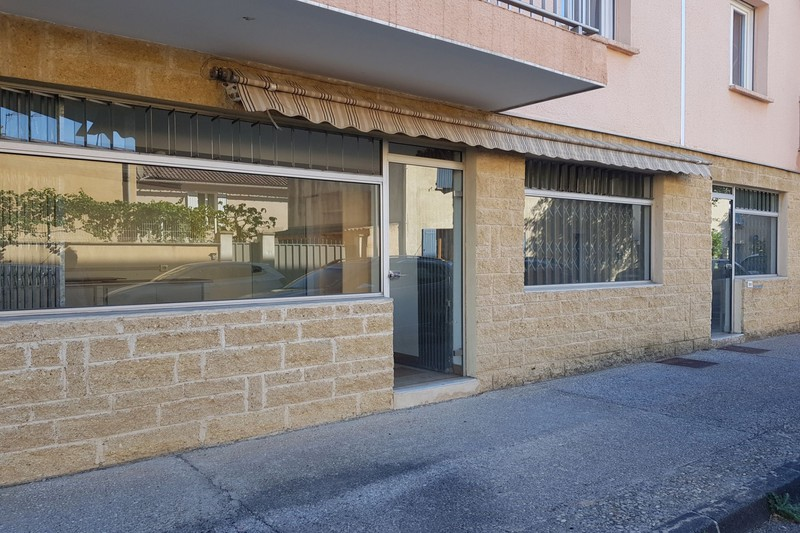 Local professionnel Carpentras Proche leclerc,  Professionnel local professionnel   55 m²