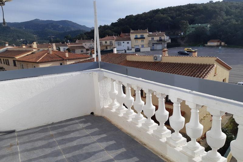 Appartement Le Perthus  Location appartement  3 pièces   80m²