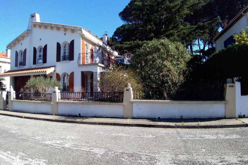 Photo Ideal investor Saint-Génis-des-Fontaines Proche mer,   to buy ideal investor  4 bedroom   200m²