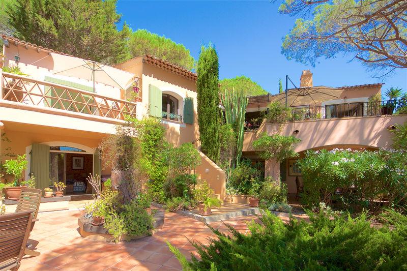 Vente villa La Croix-Valmer  Villa La Croix-Valmer Golfe de st tropez,   achat villa  4 chambres   270m²