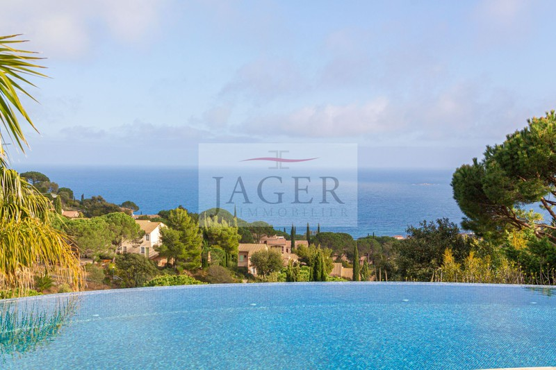 Vente villa Sainte-Maxime  Villa Sainte-Maxime Golfe de st tropez,   achat villa  6 chambres   250m²