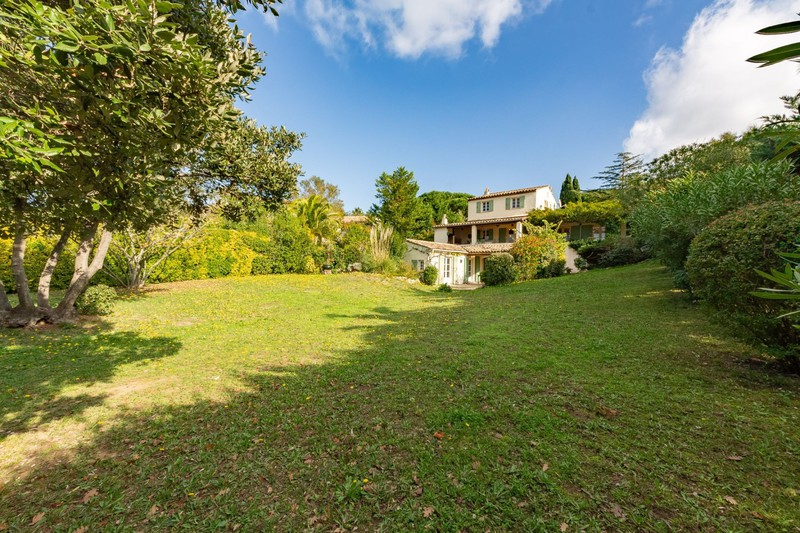 Vente villa provençale Gassin  Villa Gassin Golfe de st tropez,   to buy villa  5 bedroom   220m²