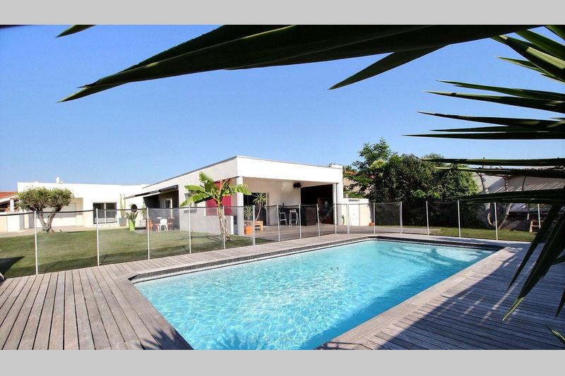 Photo n°1 - Vente Maison villa Saint-Cyprien 66750 - 695 000 €