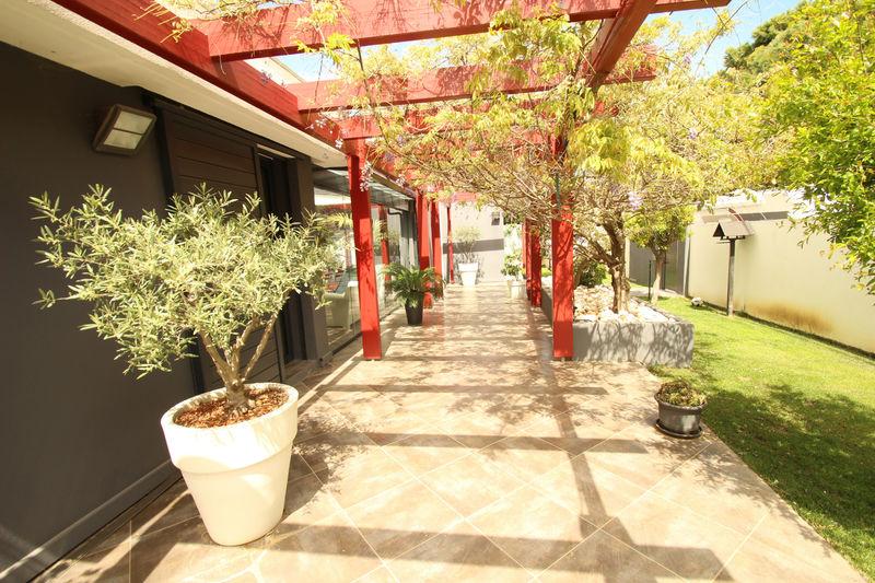 Photo n°2 - Vente maison contemporaine Canet-en-Roussillon 66140 - 899 000 €