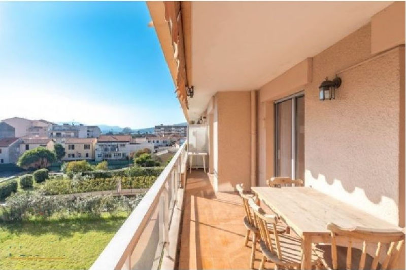 Photo Appartement Cannes Riviera,   achat appartement  4 pièces   81m²
