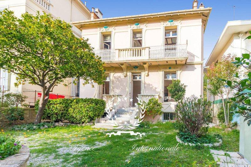 Photo Villa Cannes Riviera,   achat villa   195m²