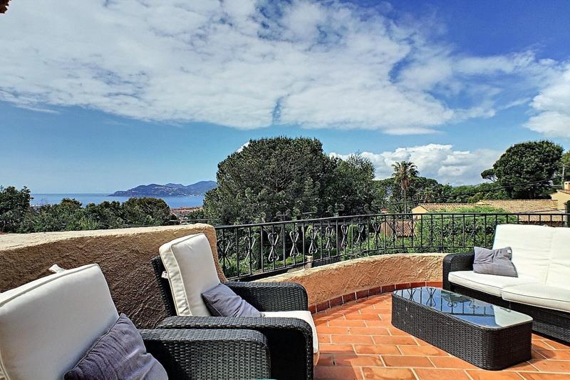 Photo Villa Cannes Riviera,   achat villa  4 chambres   145m²