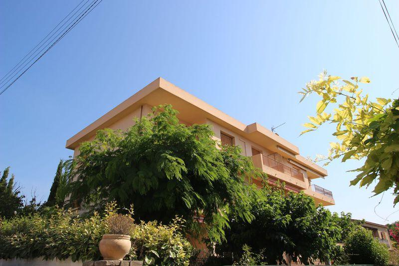 Appartement Sanary-sur-Mer  Location appartement  3 pièces   66m²