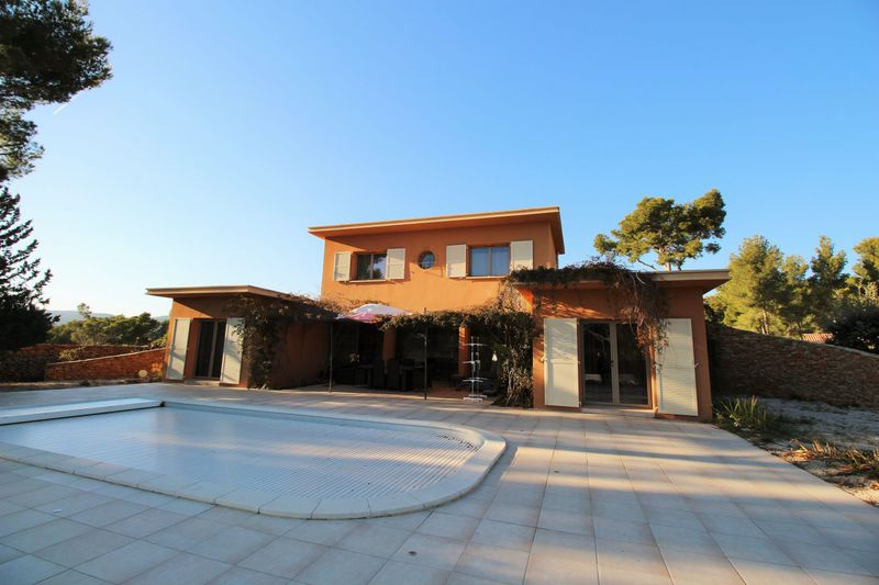Maison contemporaine La Ciotat Les severiers,  Location maison contemporaine  4 chambres   145 m²