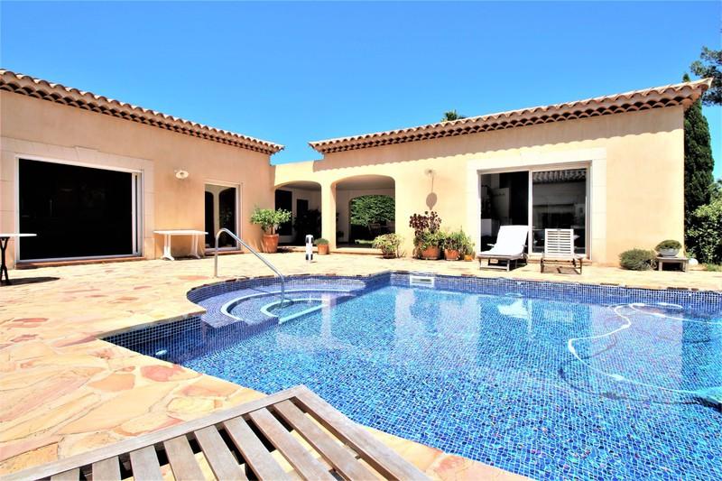 Photo Maison Saint-Cyr-sur-Mer  Location maison  5 chambres   250m²