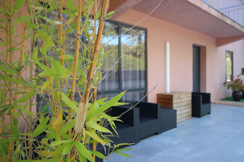 Photo Murs immeuble Saint-Cyr-sur-Mer  Professionnel murs immeuble   600m²