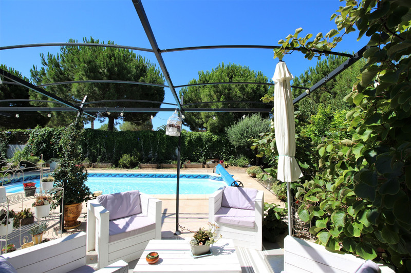 House Saint-Cyr-sur-Mer   to buy house  5 bedrooms   142m²