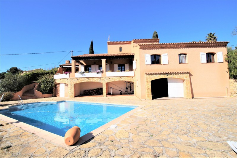 Villa La Cadière-d'Azur   achat villa  3 chambres   205m²