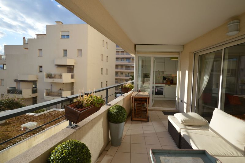 Apartment Cannes Suquet,  Location saisonnière apartment  3 rooms   90 m²