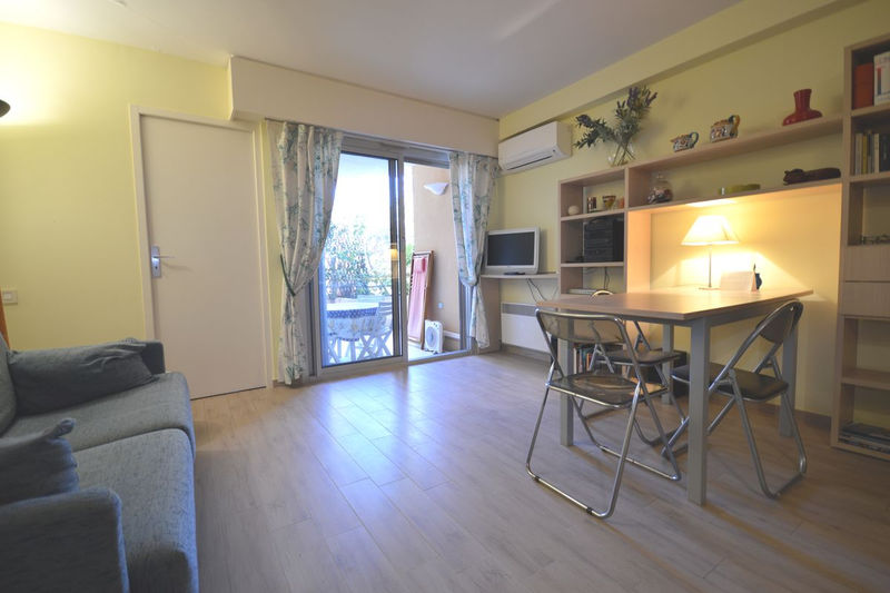 Apartment Cannes Centre-ville (banane),  Location saisonnière apartment  2 rooms   37 m²