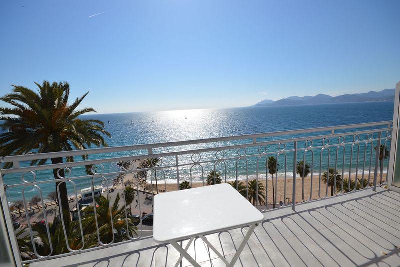 Appartement Cannes Bord de mer,  Location saisonnière appartement  1 pièce   30m²