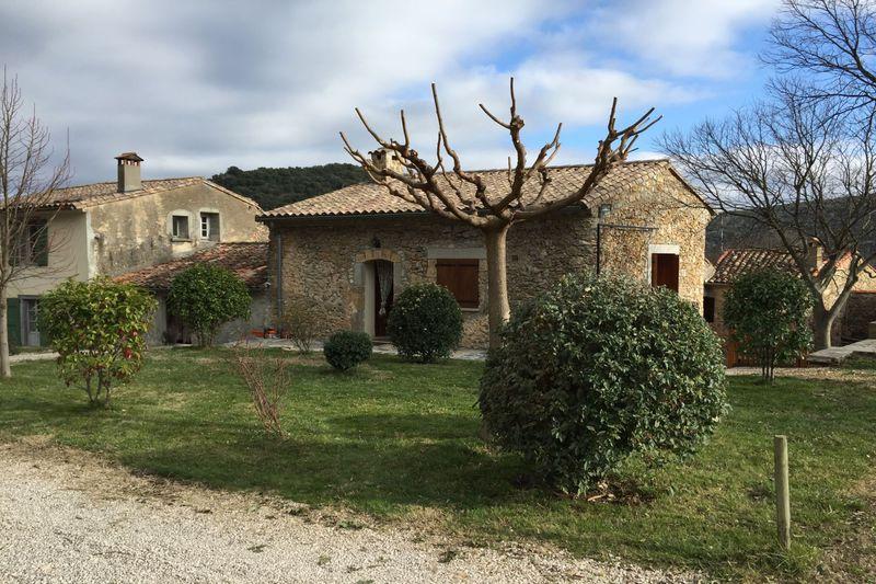 Photo Maison de hameau Saint-Jean-de-Buèges  Location saisonnière maison de hameau  2 chambres   100m²