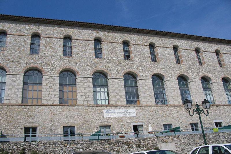 Photo Appartement Laroque  Location appartement  2 pièces   42m²