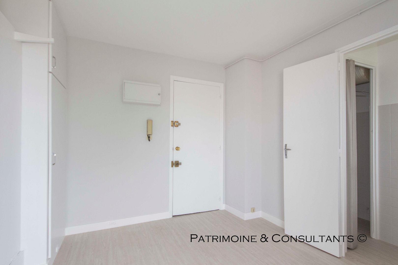 vente appartement fr jus 83600 65 000 var immo. Black Bedroom Furniture Sets. Home Design Ideas